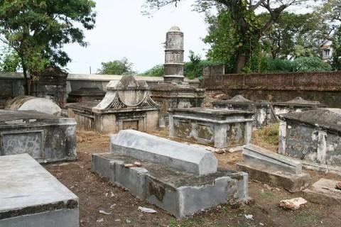 Форт Кочин. Старинное голландское кладбище