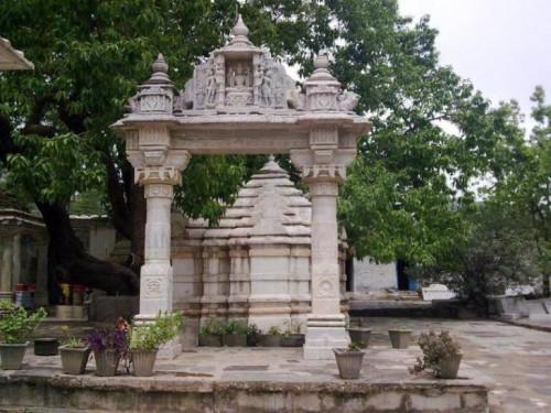 храм Шивы в Ачал Гархе