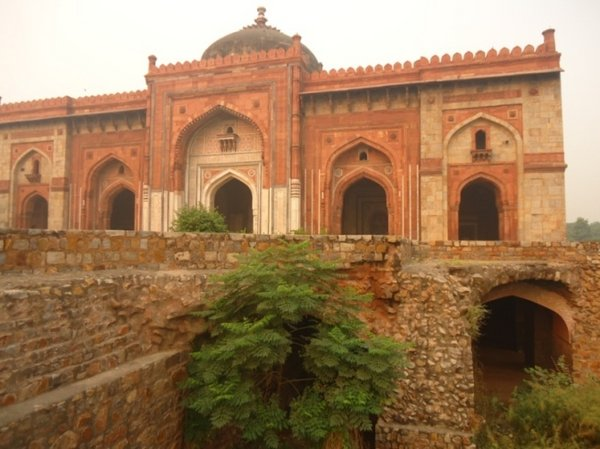 мечеть Qila - i - Khuhne Masjit