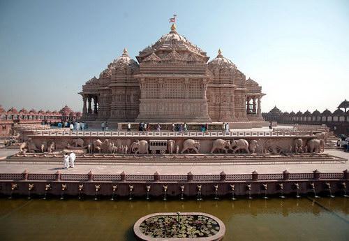 Акшардхам, вид на храм сзади, фото akshardham.com