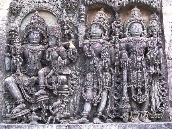 Скульптура стен храма Белура