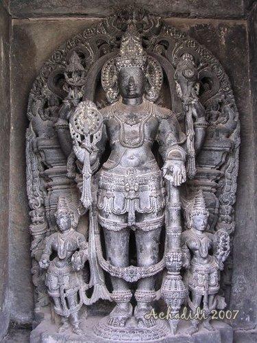 Скульптура Вишну в  храме Белура
