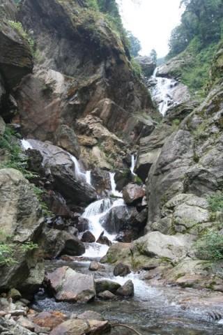 Сикким. Водопад в горах