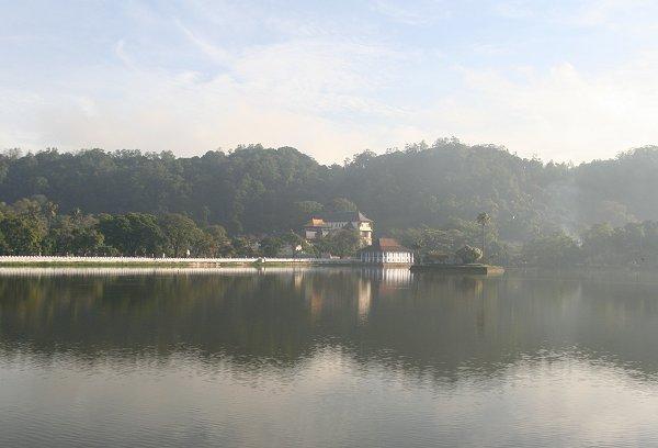 Озеро Канди на рассвете