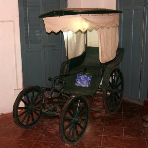"""От Митрия: """"Пус-пус""""(pousse-pousse). Редкий тип рикши, существовавший в Пондишерри. Возчик толкал (pousse) коляску сзади, а седок рулил при помощи рычага"""
