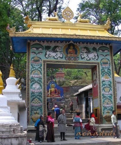 Ворота главного входа в Сваямбунатх