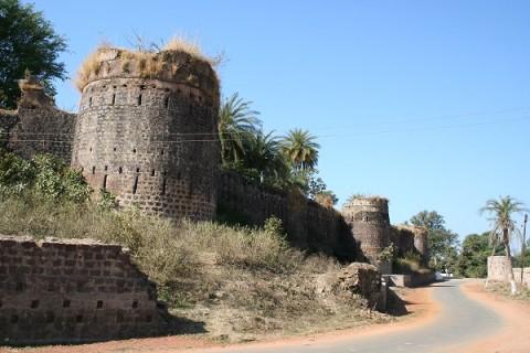Исламнагар. Городские стены