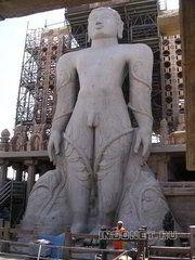 самая большая монолитная статуя в мире - в Шраванбелголе
