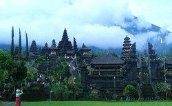 Храм Пура Бесаки
