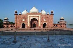 Мечеть рядом с Тадж Махалом