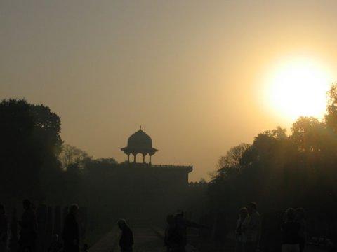 Рассвет в Тадж Махале, солнце встает с востока