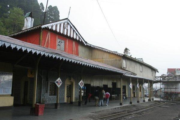 Гум (Ghum)- самая высокогорная железнодорожная станция Индии
