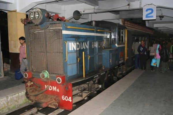 Прибытие вечернего поезда в Дарджилинг. Осень 2007 г.