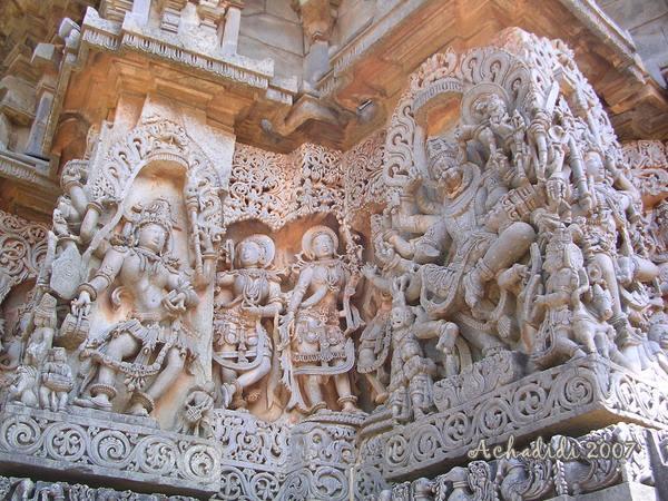 Скульптура на стенах храма в Халебиде