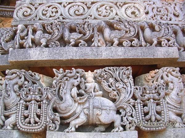 Фото резных каменных фризов в Халебиде