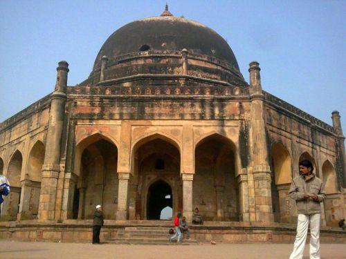 гробница Адхан Хана