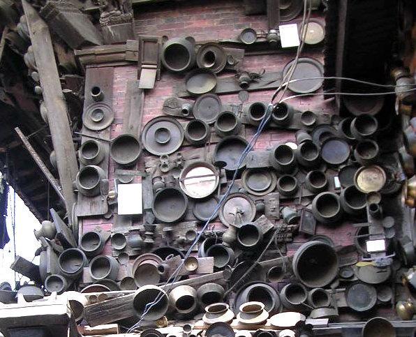 Храмовые плошки-поварешки. Долина Катманду, Непал