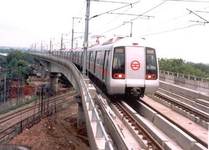 Поезд метро в Дели