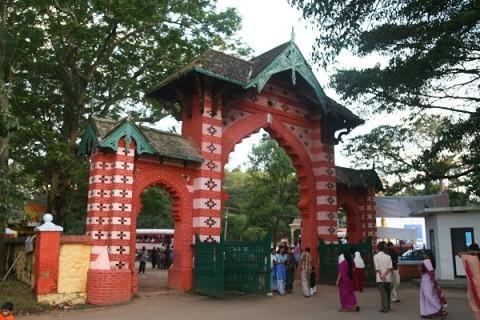 Вход в зоопарк c Museum Rd