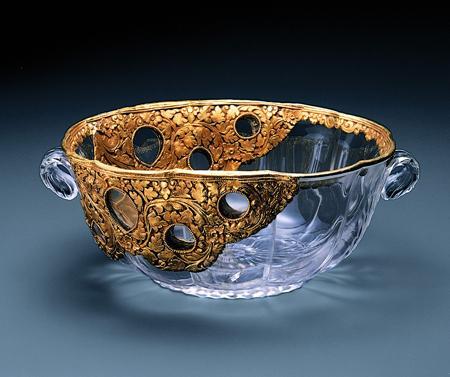 Индия, Владения Моголов или Декан. 17 в., Материал: горный хрусталь, золото, серебро. Техника: резьба, золочение, штамповка.