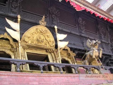Фото фасада храма на Индра чоук