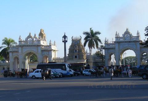 Площадь перед дворцом в Майсоре