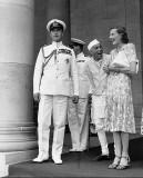 Серьезный лорд, веселая леди и очень веселый премьер-министр. Фото А.Картье-Брессона, 1948