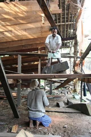 Плотники за работой